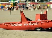 Спасательная шлюпка на пляже, Италии Стоковые Изображения