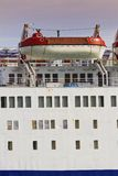 Спасательные шлюпки на большом корабле стоковая фотография