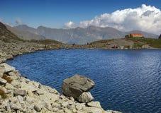 спасение пункта горы озера Стоковая Фотография RF