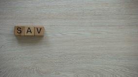 Спасительная фраза сделанная из кубов, незаконное потребление природы природных ресурсов видеоматериал