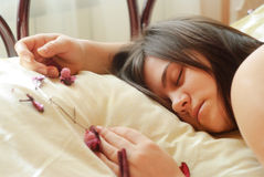 спать брюнет Стоковые Фото