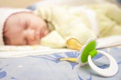 Спать конец младенца и pacifier Стоковые Фотографии RF