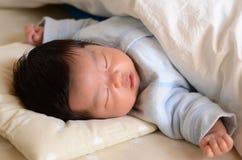 спать стороны s младенца Стоковая Фотография