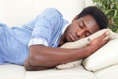 Спать чернокожий человек стоковые фотографии rf