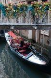 Спать gondolier, принимая пролом, Венеция Стоковые Изображения