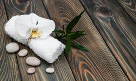 спа мыла молока самоцвета икры тела ванны вспомогательного оборудования облицовывает полотенца стоковые фотографии rf