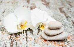 спа мыла молока самоцвета икры тела ванны вспомогательного оборудования облицовывает полотенца стоковое изображение