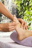 спа салона массажа ноги стоковая фотография rf