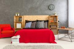 Спальня в красной и сером Стоковое фото RF
