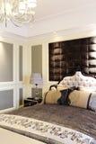 Спальня в модельной комнате квартиры Стоковое фото RF