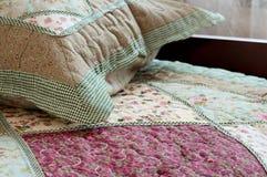 Спальня в доме - домашние интерьеры Стоковые Изображения