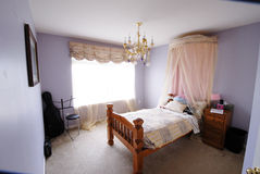 Спальня девушки с виолончелью Стоковые Фотографии RF