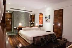 Спальня роскошного люкса пятизвездочная Стоковое Изображение RF