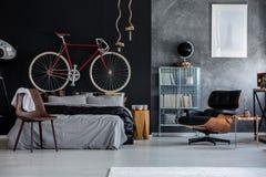 Спальня с велосипедом Стоковая Фотография
