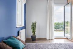 Спальня с идеей балкона Стоковая Фотография RF
