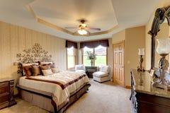 Спальня с окном залива. Стоковые Изображения RF