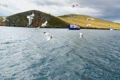 Сперма Batagayev парома между материком и островом Olkhon озеро Россия baikal Стоковые Изображения RF