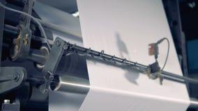 Специальная бумага кренов прибора, конец вверх Бумажная производственная установка видеоматериал