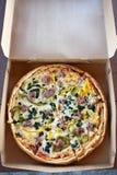 специальность пиццы комбинации takeout стоковые изображения rf