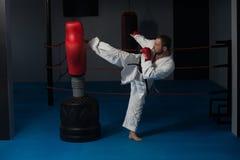 Специалист бойца Тхэквондо с позицией боя Стоковое Изображение