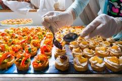 Специальности еды ресторанного обслуживании Ornating Стоковые Изображения