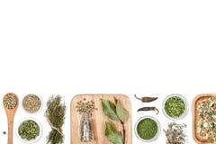 Специи и травы на белой предпосылке Взгляд сверху Стоковая Фотография RF