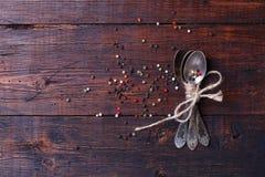 Специи на деревянной таблице Стоковая Фотография RF