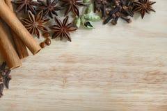 Специи рождества и ингридиенты выпечки Стоковое Фото