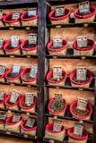 Специи, семена и чай продали в традиционном рынке в Гранаде Стоковые Фотографии RF