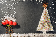 Специи черного, белого и красного перца, анисовки звезды, гвоздичных деревьев, allspice и соли Предпосылка специй Рамка предпосыл Стоковые Фото