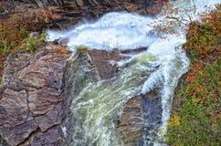 Спеша река и утесы Стоковая Фотография
