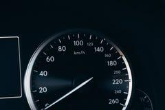 Спидометр нового современного автомобиля стоковая фотография