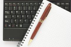 спираль пер блокнота компьтер-книжки клавиатуры Стоковое Фото