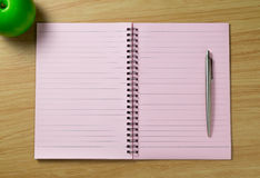 Спиральная тетрадь на предпосылке стола Стоковая Фотография