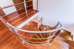 Спиральные деревянные лестницы стоковые изображения