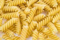Спиральные сырцовые макаронные изделия макарон Стоковые Фотографии RF