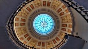 Спиральные patternarchitectural лестницы крытые Стоковое Изображение