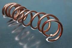 Спираль медной проволоки на поверхности металла Стоковое Фото