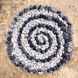 Спираль черно-белых камней Стоковые Фото