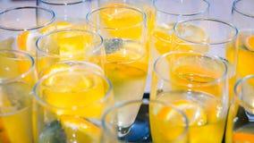Спиртной аперитив выпивает готовое для годовщины свадьбы Стоковые Изображения RF