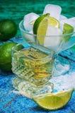 Спиртной коктеиль с добавлениями известки Стоковые Фото