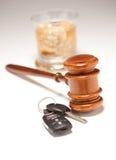 спиртные ключи gavel питья автомобиля стоковые изображения