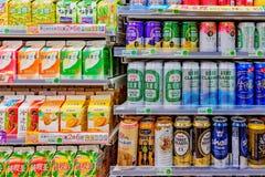 Спирт и другое выпивают в ночном магазине 7 11 Стоковые Изображения