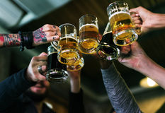 Спирт brew выпивки пива ремесла празднует освежение стоковые изображения