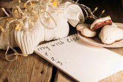 Список целей для рождества, пуловер, fairy света Стоковая Фотография