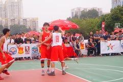 Спичка баскетбола 3 персон Стоковое Изображение