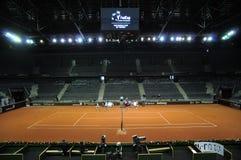 Спичка тенниса в крытом стадионе Стоковое Изображение RF