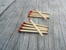 Спички на деревянной выставке 10 предпосылки стоковая фотография rf