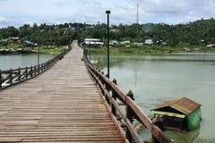сплоток дома моста плавая деревянный Стоковые Изображения RF
