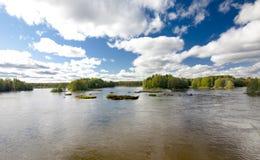 Спокойное и красивое река Kymijoki в Финляндии Стоковые Изображения RF